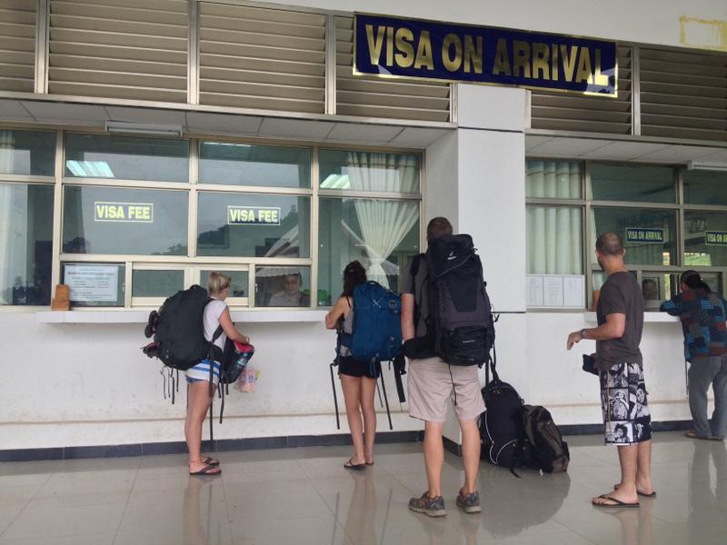 Laos. Vyřizujeme víza.