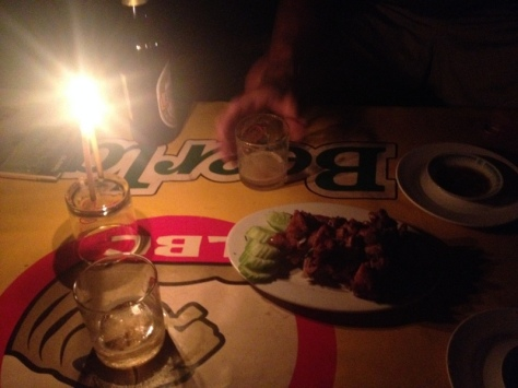 První večeře. Kachna na grilu.