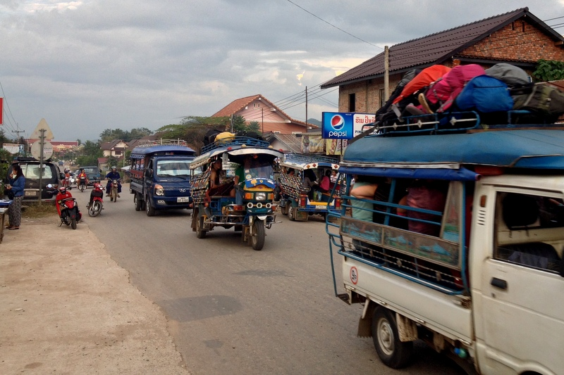 Luang prabang - místní tuk-tuky s náma dneska udělaly terno