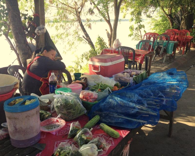 Papaya salad u Mekongu. Minimální hygiena neubírá nic na chuti