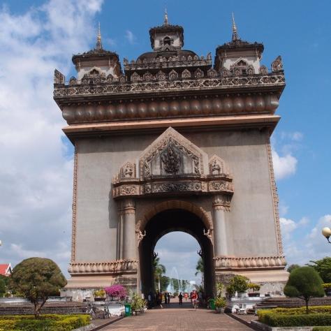 """Laoský """"Vítězný oblouk"""" Patuxai věnovaným všem padlým za boji o nezávislost"""